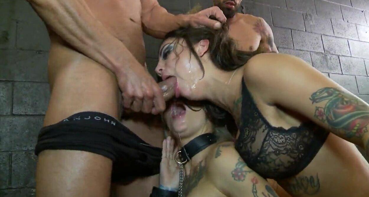 Порно оргия с голыми шлюхами и еблей в попку большим членом.