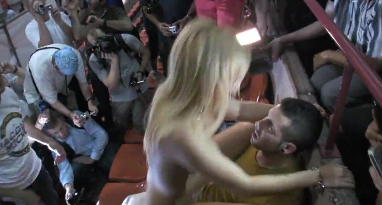 Публичный секс в зрительном зале
