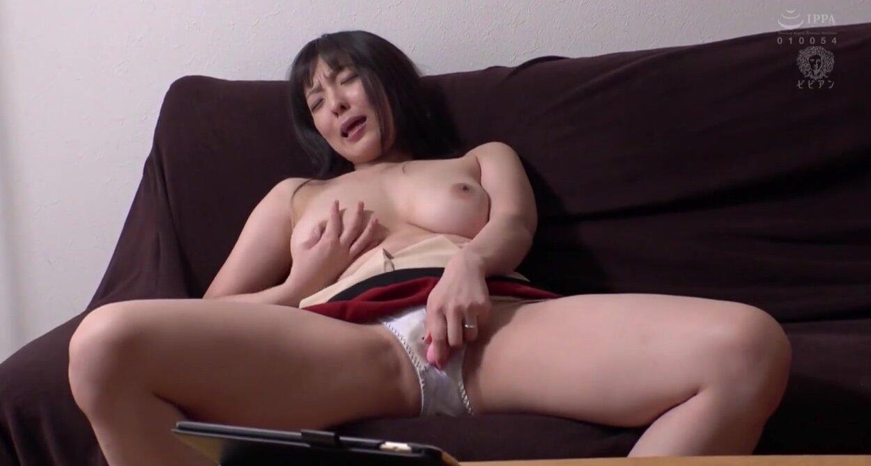 Грудастая девушка японская пищит от секса