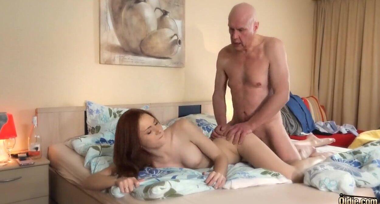 Дед Трахает Молоденькую Порно